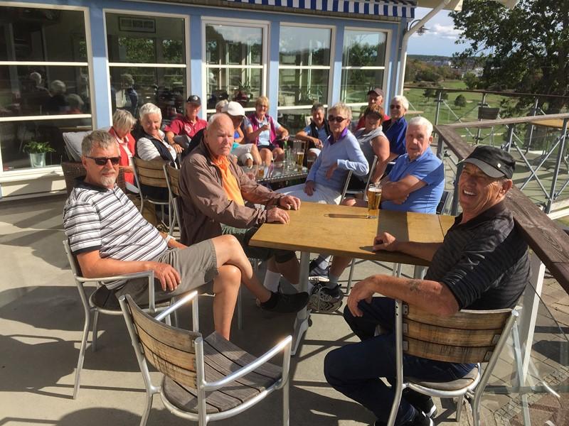 Etter konkurransen utenfor klubbhuset til Strömstad Golfklubb