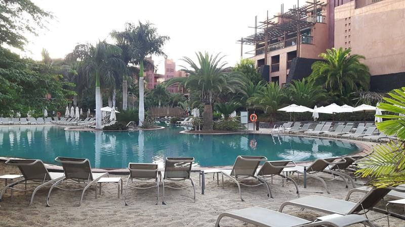 Et av bassengene på hotellet