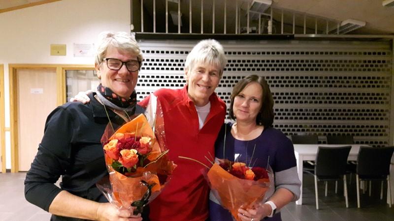 Elisabeth og Siri takket  for seg og fikk blomster
