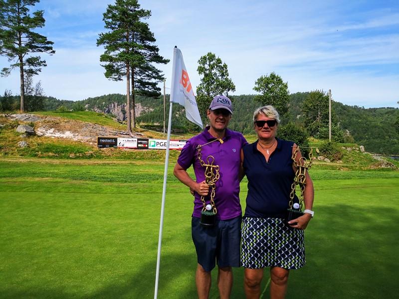 Årets vinnere Elisabeth Thomassen og Frode Arntsen  (foto h djupvik)