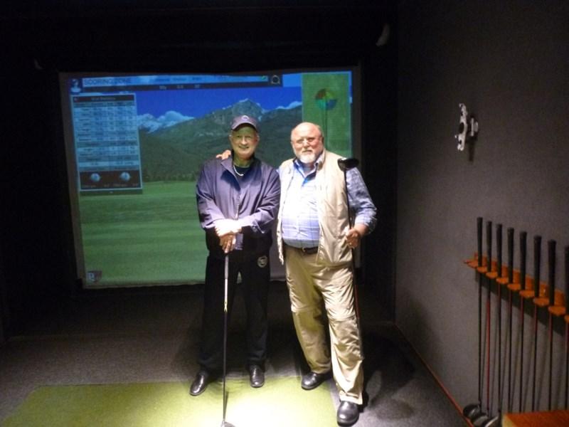 Carsten og Vernon i Golfsimulatoren ombord.