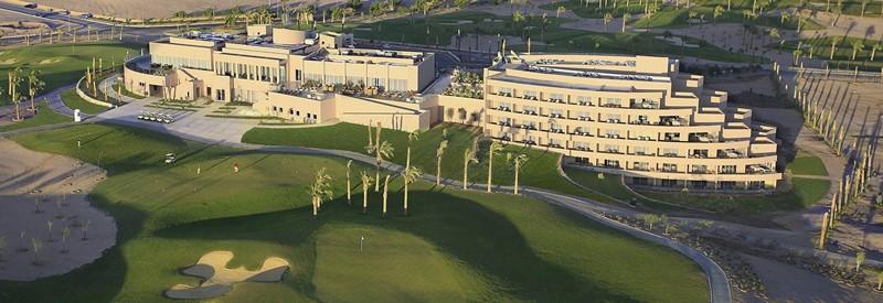 Steigenberger Makadi Golf Hotel med putte greenen og trenings hull.