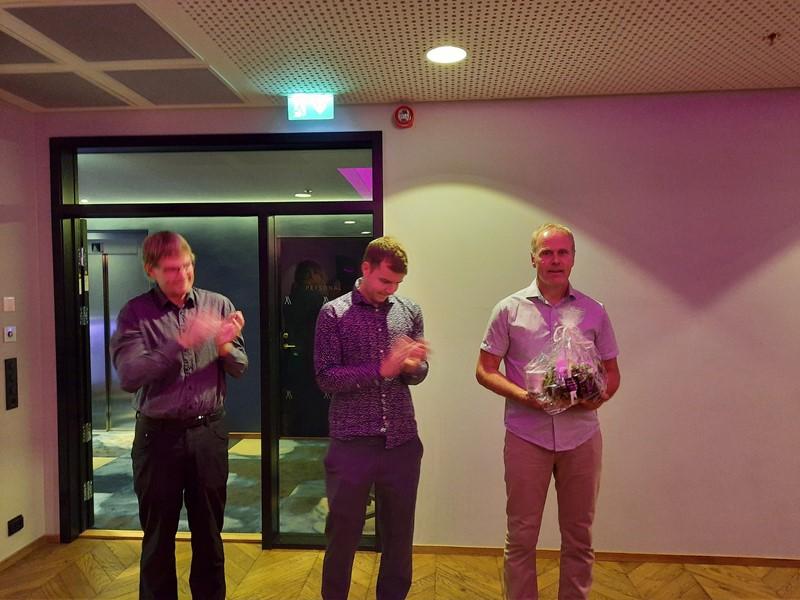 Rune fikk blomster som takk for den gode jobben han gjør som formann.