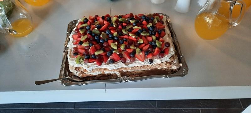 Reidun Brådland Ramfjord hadde med ei nydelig kake