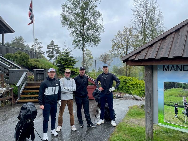 Vinnerlaget fra venstre Erlend Listøl Jahnsen, Thomas Larsen, Sverre S Skjørten og Erling Knudsen (foto S Skjørten)